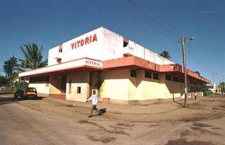 Cinema 'Vitória', (desativado), na cidade da Beira/ Moçambique (Foto: Chico Carneiro)