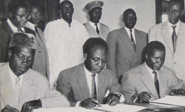 Mobido Keita, Kwame Nkrumah e Sékou Touré num encontro em Accra para a criação da Organização dos Estados Africanos (29 de Abril de 1961)