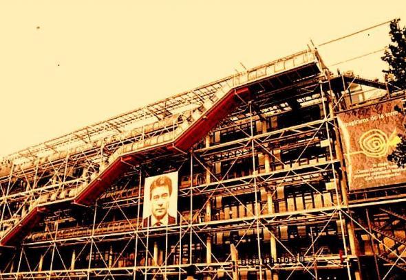 Fachada do Centro Pompidou por ocasião da exposição Les Magiciens de la Terre