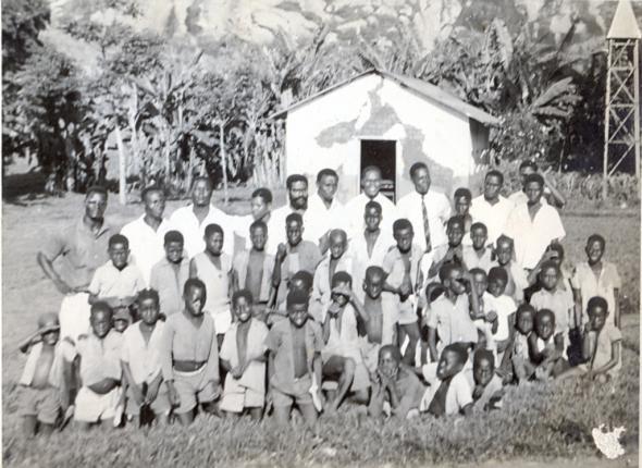 Alguns médicos e enfermeiros num dos dispensários do CVAAR na fronteira do Congo com Angola