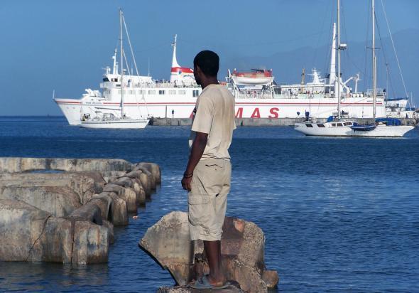 Mindelo, durante o trabalho de campo do autor, Pedro F Marcelino, antes da construção da Marina. Fotografia de Felix Schürmann (2006).