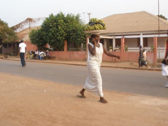Serviço de distribuição e venda de bananas nos arredores de Bissau