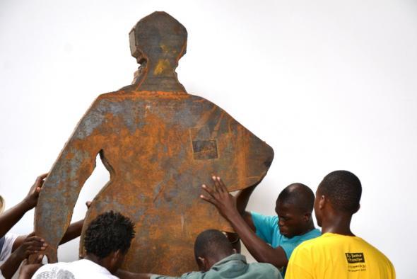 estátua dedicada a Almada Negreiros de Geane Castro