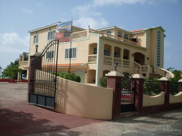 casa de emigrante – importação de modelos estéticos e construtivos. Ilha do Fogo, 2010