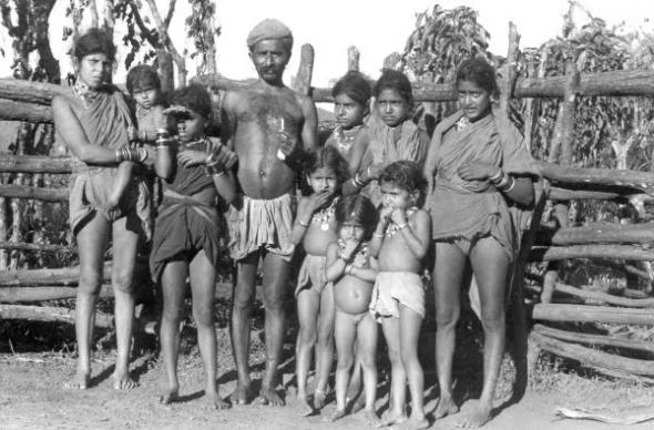 A gouli with two women and his children, Goa, 1955.