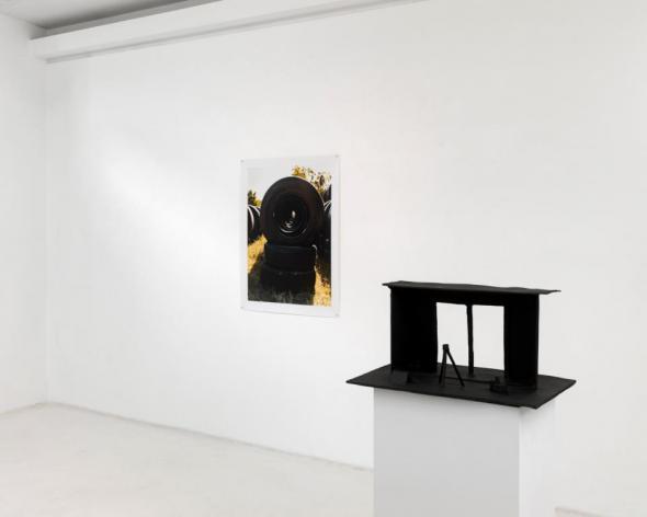 João Maria Gusmão + Pedro Paiva. Third Man Argument, 2013. Installation view Sies + Höke Galerie, Düsseldorf. Photography, Achim Kukulies.