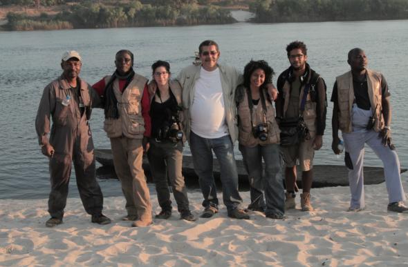 Equipa Trilhos na margem do Zambezi (Lumbala Caquengue). ATD/G80