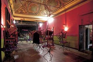 B-leza antigo num palácio do século XVII