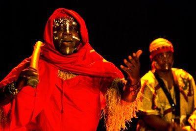 Espetáculo do grupo Kilandukilu. Foto de divulgação.