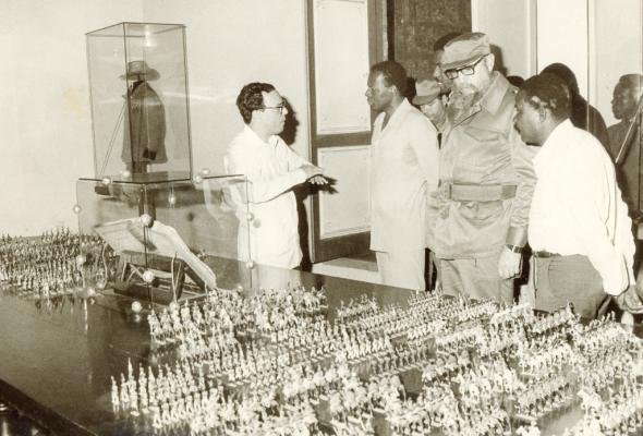 Fidel Castro em visita a Angola, acompanhado de José Eduardo dos Santos | JA Imagens