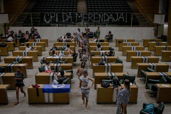 'ALESP fashion week' na sala plenária da Assembleia Legislativa de São Paulo durante a ocupação. Início de maio de 2016 (Fonte Vaidapé).