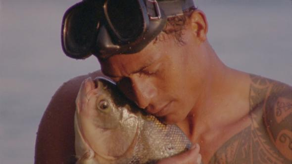 """Jonathas de Andrade (1982, Brasil) video still """"O peixe"""" (2016). Cortesia do artista e Bienal de São Paulo, 2016."""