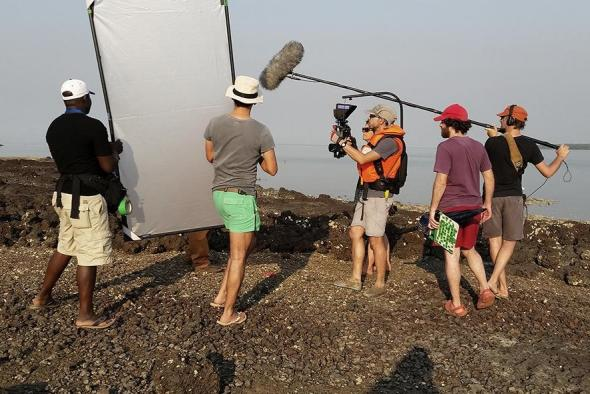 Em gravação na ilha de Sogá, Guiné-Bissau Fotografia de Demba Sanha, Garden Films