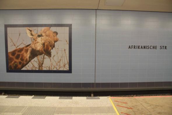 vida selvagem africana na estação Afrikanische Strasse U-Bahn. fotografia de Ana Naomi de Sousa