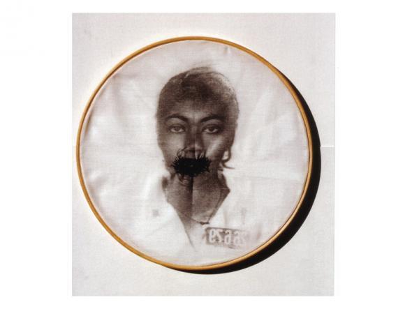 'Bastidores', imagem transferida sobre tecido, bastidor e linha de costura - 30,0 cm diameter - 1997.