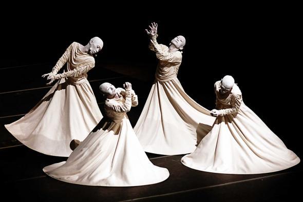 dança Butoh. 'precisam de conceber a vulnerabilidade como uma sua condição de devir relacional e comunitário.'