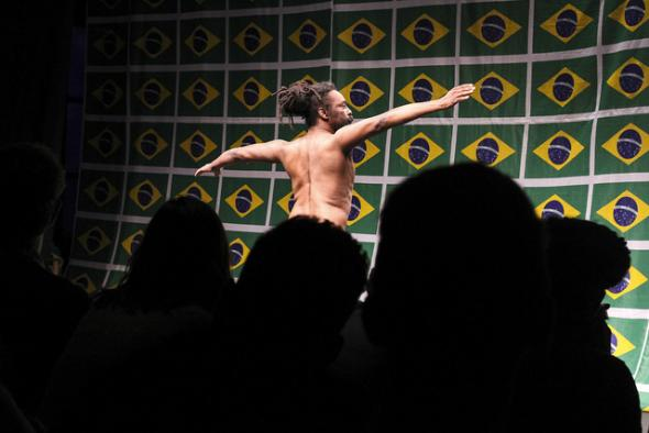 O samba do crioulo doidi, Luiz de Abreu
