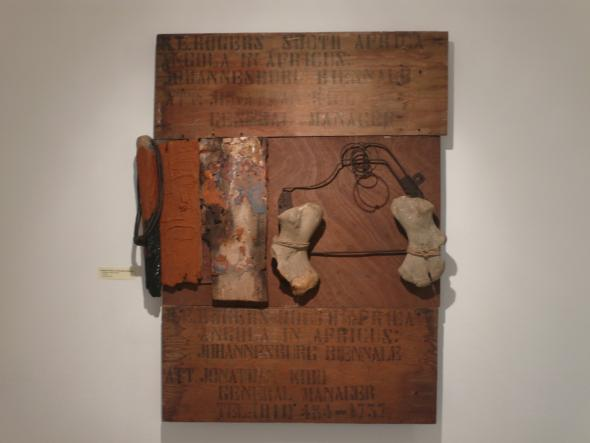 António Ole, Angola in Africus, Johannesburg Biennale, 2017. 50 Anos Vivendo, Criando, Instituto Camões, Luanda, 2017. Cortesia de António Ole e André Cunha.