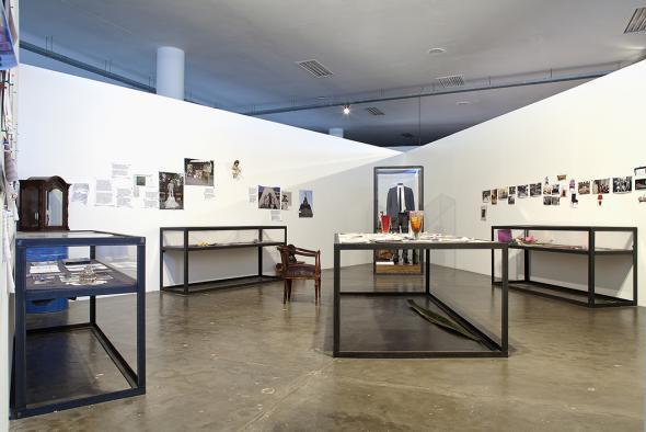 Jimmie Durham, vista da exposição Centro de Pesquisa sobre a Normalidade Brasileira, 2010 Jimmie Durham, kurimanzutto, Mexico City