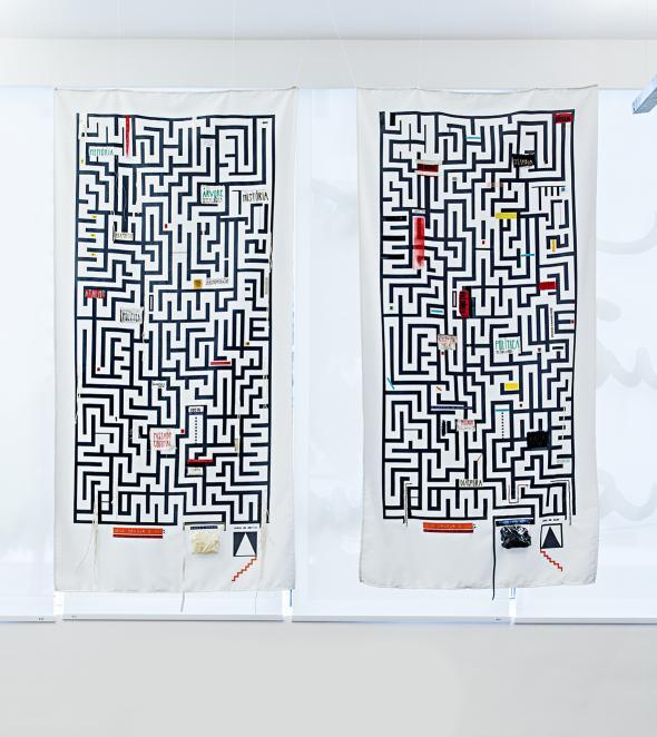 Mariana de Matos, VÃO [ou como discutir privilégios através de jogos de sorte e azar], 2018, Serigrafia, colagem, bordado, tipografia, desenho em tecido