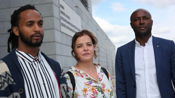 Rui Moniz, left, stands outside the court with lawyers Lúcia Gomes, centre, and José Semedo Fernandes, right.
