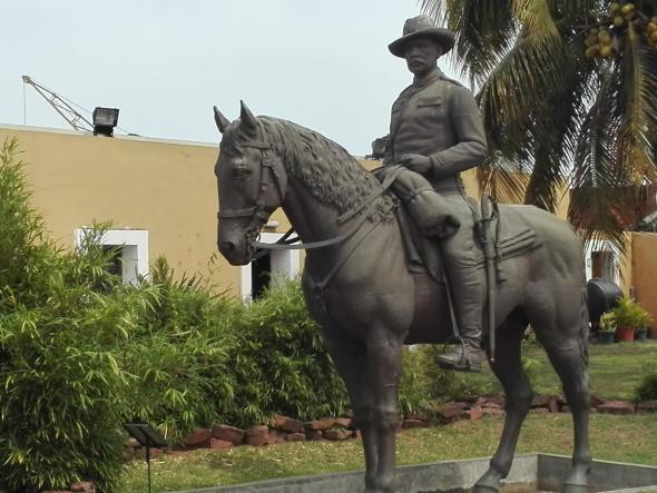 estátua de Mouzinho de Albuquerque