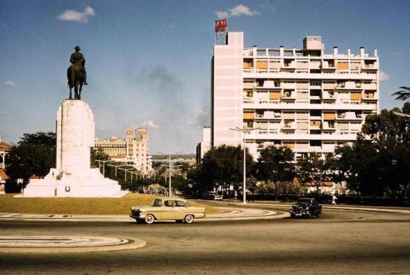 a praça Mouzinho de Albuquerque em Lourenço Marques, 1961 (sem autor)