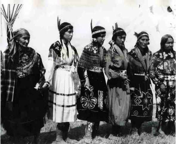 Mulheres aborígenas na Pion-Era em Saskatoon, SK em 1958.