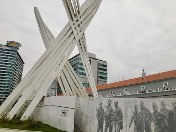 Monumento ao soldado desconhecido, Luanda. foto Marta Lança