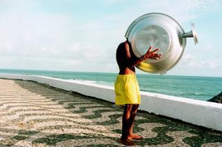 Sem Título, 1995, Impressão sobre papel.  Performance na Praia de Ondina, Salvador, BA, 1995