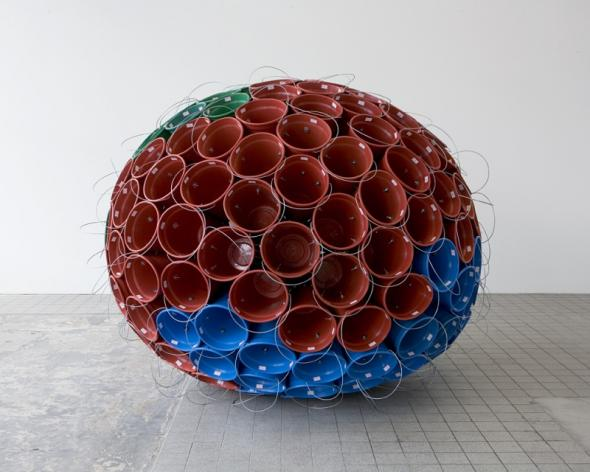 Satélite Baldio, 2005, plastic and metal, approx. 200 x 340 x 310 cm