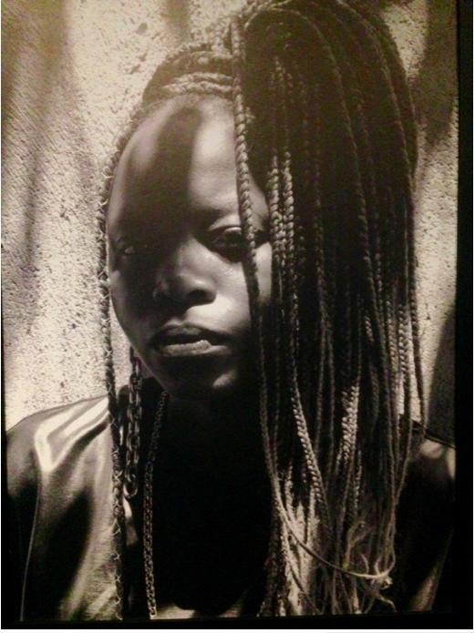 Deus é uma mulher preta e poeta, por Josiane Santana