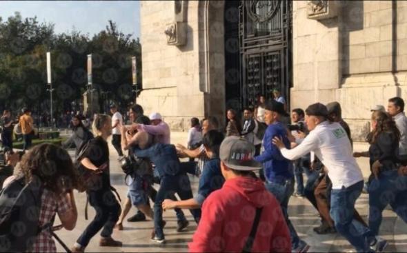 Confronto entre camponeses e ativistas LGBT Fonte - Reuters