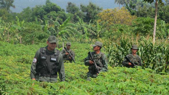 A Guarda Nacional Bolivariana vigia a fronteira da Venezuela com a Colômbia, ponto quente de tráfico de droga (AFP)