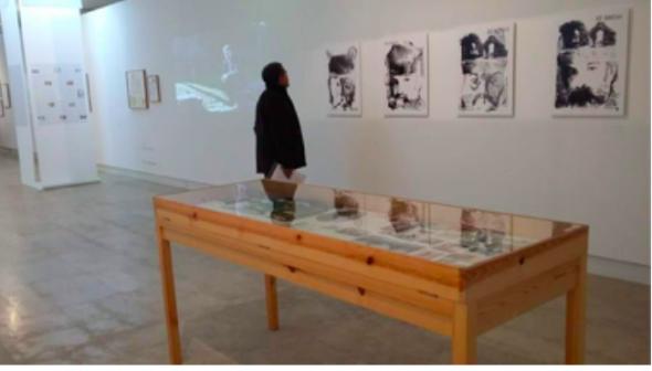 Fig 11 Délio Jasse, Visto Bom, 2015, série fotográfica. Ruy Duarte de Carvalho, fotografias, auto-retratos em desenho e objetos vários.