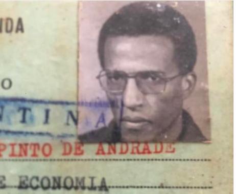 Justino Pinto de Andrade quando saiu do seu último confinamento, no Moxico (desterro) e regressou à Universidade, no 2º ano de Economia. Abandonou forçosamente Medicina, fruto do seu primeiro confinamento, o 'ajuste de contas' com a PIDE. Nesta foto, tinha 32 anos, 10 dos quais confinado.