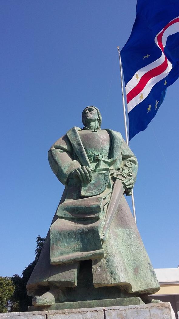 Estátua de Diogo Gomes, um dos 'encobridores' da ilha de Santiago em 1460.