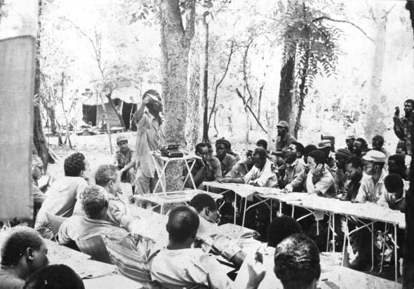 Luís Cabral, Vasco Cabral, Silvino da Luz, Braima Dakar, Manuel Boal, Pedro Pires, Arafam Mané e Flora Gomes, durante uma reunião do PAIGC no interior da Guiné. 1963 - 1973
