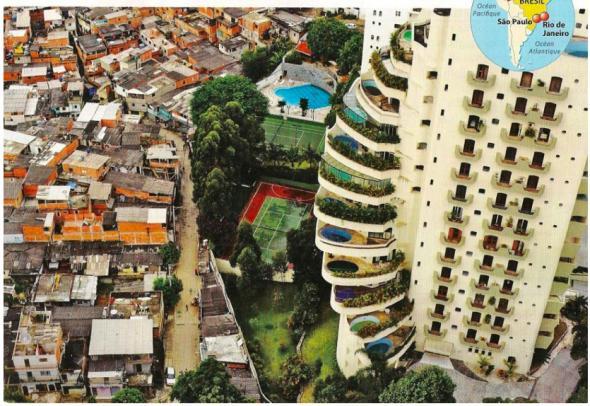 A cidade do colonizado e a cidade do colono. Fronteira territorial entre o bairro Morombi e a favela de Paraisópolis, São Paulo