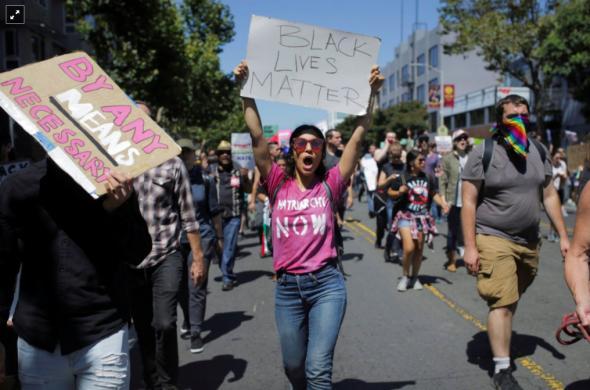 Manifestação contra o racismo em São Francisco, em 2017 ELIJAH NOUVELAGE/REUTERS