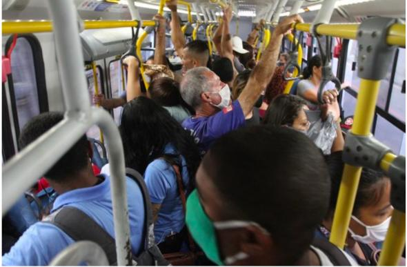 Trabalhadores das periferias de Vitória a caminho do trabalho durante a Pandemia de Covid-19