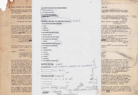 """Figs. 15-17 − Composição digital de duas versões de trabalho da """"Teoria sumária dos cilindros com luz"""", c. 1970 e c. 2000, entrepostas por índice inicial para A Terceira Metade."""