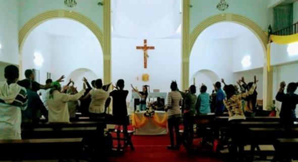 Vigília de oração em Monte Sossego ilha de S. Vicente, Fonte, Comunidade Obra de Maria