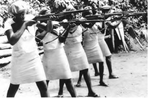 Mulheres combatentes do Partido Africano da Independência da Guiné e Cabo Verde (PAICG). Foto, Le Nouvel Afrique -Asie, Paris