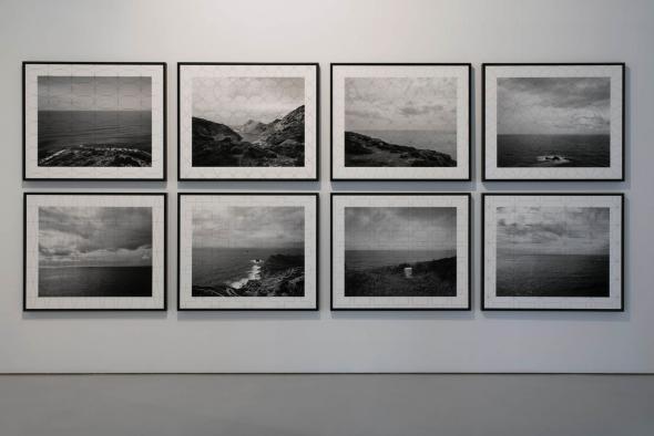 KiluanjiKia Henda; A Balada Geométrica do Medo; 2019; 8 fotografias emolduradas; Impressão a jato de tinta em papel mate. ©Teresa Santos