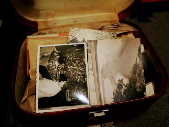 Arquivo de imagens que Joana Craveiro comprou numa feira. Foto de Mariana Carneiro