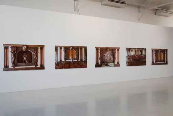 KiluanjiKia Henda; A Sina de Otelo (Act. I, II, III, IV e V); 2013; 5 fotografias emolduradas; Impressão a jato de tinta em papel mate. ©Teresa Santos
