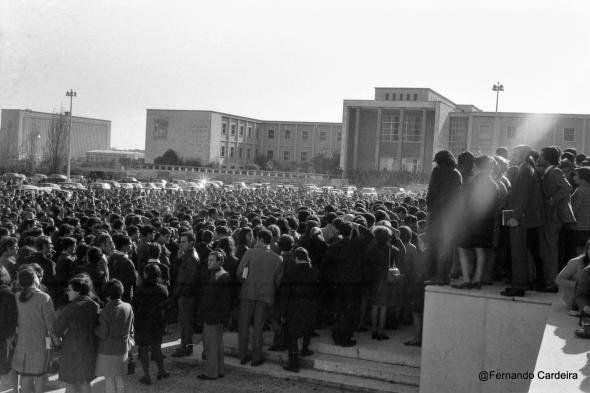 Manifestação de 20 de Novembro de 1968 na Universidade de Lisboa. Em frente à Reitoria.