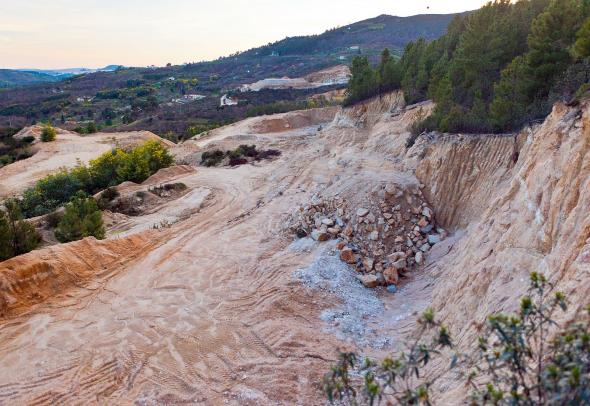Mina de Alvarrões a céu aberto. Autoria MiningWatch Portugal