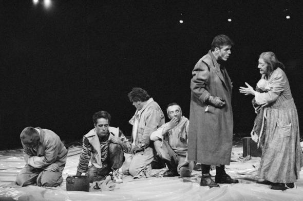 """A """"Grande Paz"""" de Edward Bond no Teatro da Cornucópia. Fotografias do espectáculo são de Paulo Cintra e Laura Castro Caldas."""